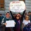 salvini_contestato_a_napoli_3.jpg
