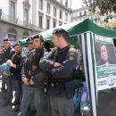 salvini_contestato_a_napoli_polizia_presidia_il_gazebo_2.jpg