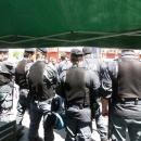 salvini_contestato_a_napoli_polizia_presidia_il_gazebo_3.jpg