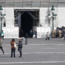 nuovo_atto_vandalicola_piazza_di_nessunoambulanti_davanti_a_i_militari.jpg