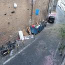 a_a_a_a_capodanno_della_vergogna_sacchetti_appesi_alle_rampe_paggeria_dal_31_notte4.jpg
