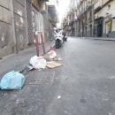 a_a_a_a_capodanno_della_vergogna_via_gennaro_serra_non_spazzata_da_giorni2.jpg