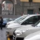 piazza_carolina_della_vergognaparcheggio_abusivo_taxiutenti_mandati_via_dai_tassisti2.jpg