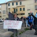 protesta_degli_animalisti_a_melito_per_il_circo_4.jpg