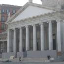 piazza_del_plebiscito_ripulita_si_levano_le_impalcatura_a_san_francesco_di_paola_e_prefettura2.jpg