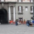 mercato_abusivo_fuori_la_prefettura_e_davanti_ai_militari_14.jpg
