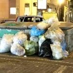 Napoli  via Scarlatti  contenitori seminterrati con rifiuti