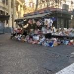 Vomero  edicola in piazza Vanvitelli di giorno